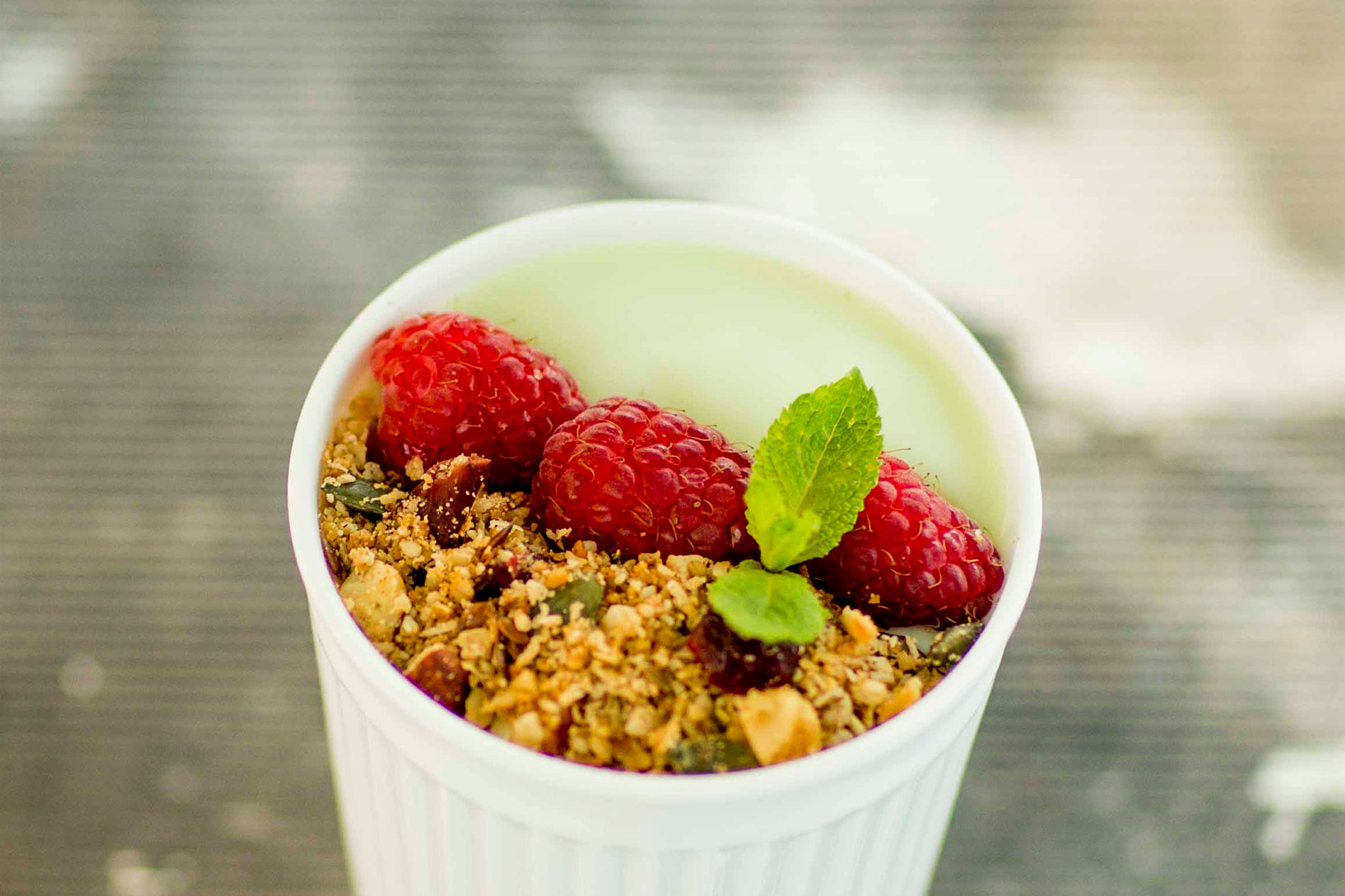 Avocado-smoothiebowl met granola
